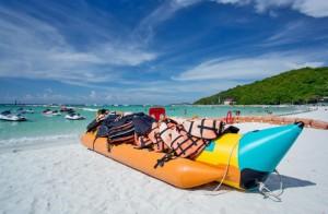 Un banana boat sur la plage de Pattaya
