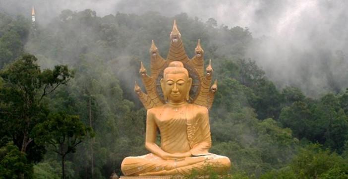 Climat de mousson à Phuket, sous l'oeil bienveillant de Bouddha