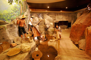 Scène d'extraction de minerais à Phuket visible au Kathu Mining Museum