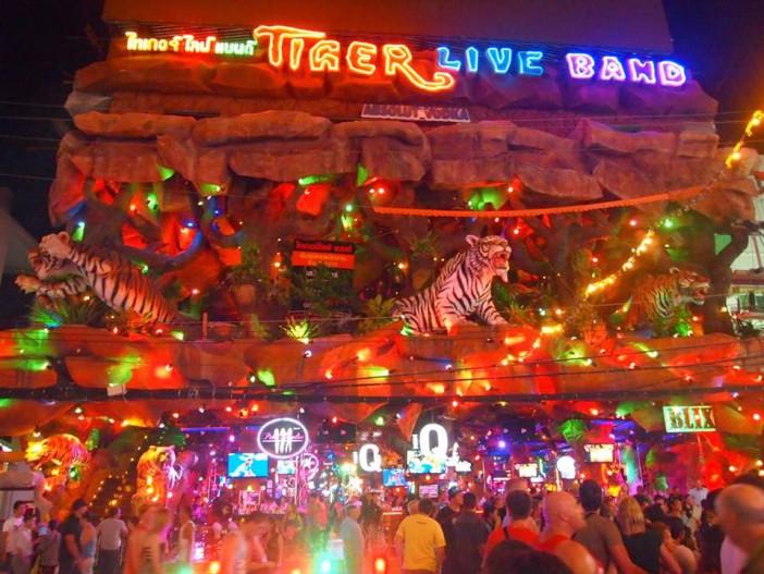 Le Tiger, situé à Bangla Road à Patong. Haut lieu des fêtes de nuit.