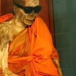 Le moine momifié du temple de Khunaram à Koh Samui