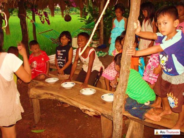 Jeux d'enfants thaï