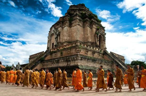 Le temple Wat Chedi Luang à Chiang Mai
