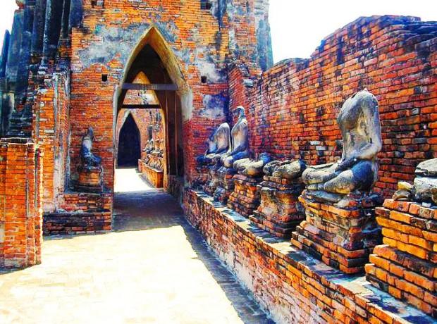 Statut du temple Wat Chai Watthanaram
