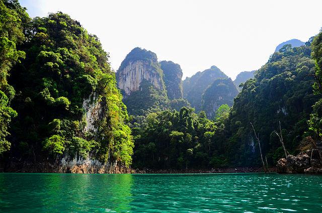 Lac du parc national de Khao Sok