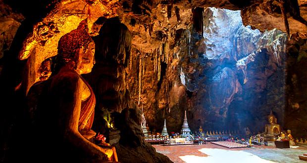 Gouffre de Tham Khao Luang en Thaïlande.