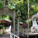 Le temple Wat Hin Lat avec ses waterfalls