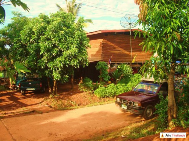 Maison traditionnel en bois Thaï