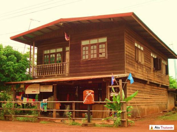 Maison traditionnel en bois en Isan