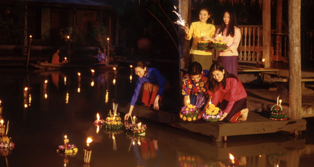 depose-krathong-sur-eau
